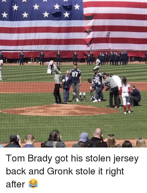 Gronked: 87 Tom Brady got his stolen jersey back and Gronk stole it right after 😂
