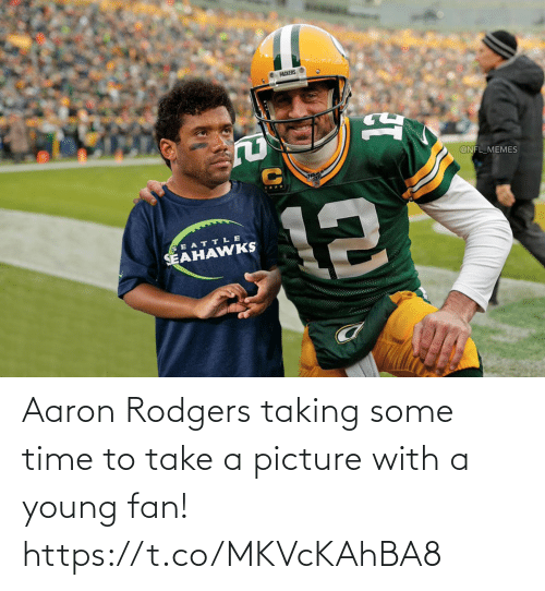 Aaron Rodgers: Aaron Rodgers taking some time to take a picture with a young fan! https://t.co/MKVcKAhBA8