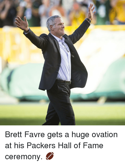 Brett Favre: Brett Favre gets a huge ovation at his Packers Hall of Fame ceremony. 🏈