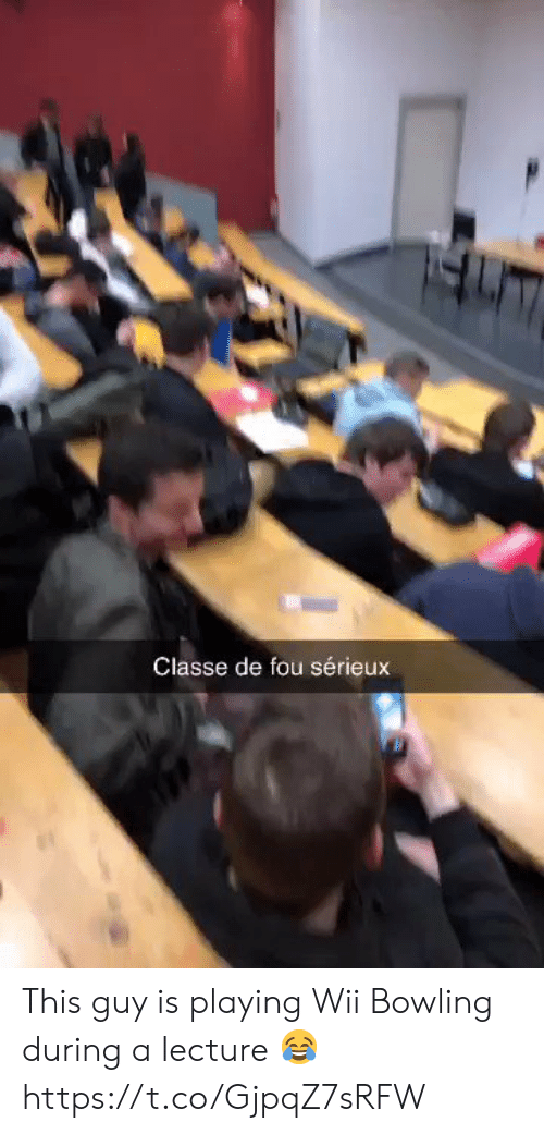 Bowling: Classe de fou sérieux This guy is playing Wii Bowling during a lecture 😂 https://t.co/GjpqZ7sRFW