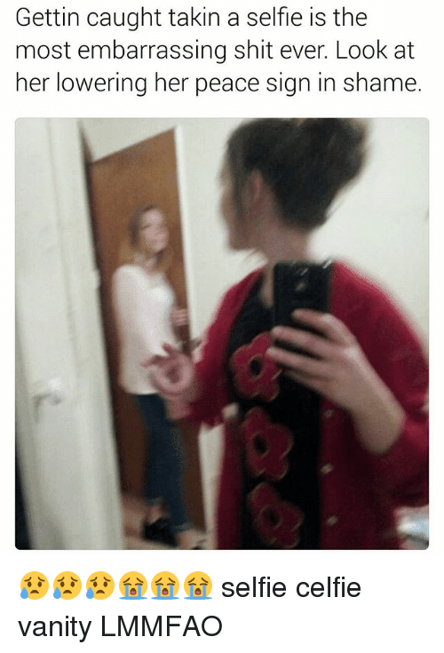 peace sign: Gettin caught takin a selfie is the  most embarrassing shit ever. Look at  her lowering her peace sign in shame. 😥😥😥😭😭😭 selfie celfie vanity LMMFAO