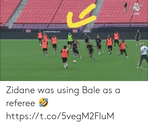 referee: HO  LIVE  DCEAIAI Zidane was using Bale as a referee 🤣 https://t.co/5vegM2FluM