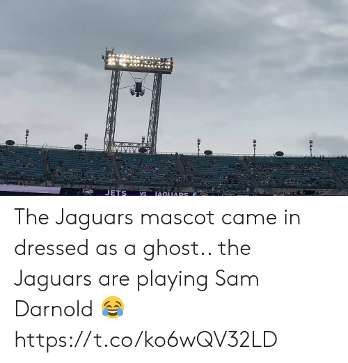 Jets: JETS  IAGUARS  VS The Jaguars mascot came in dressed as a ghost.. the Jaguars are playing Sam Darnold 😂 https://t.co/ko6wQV32LD
