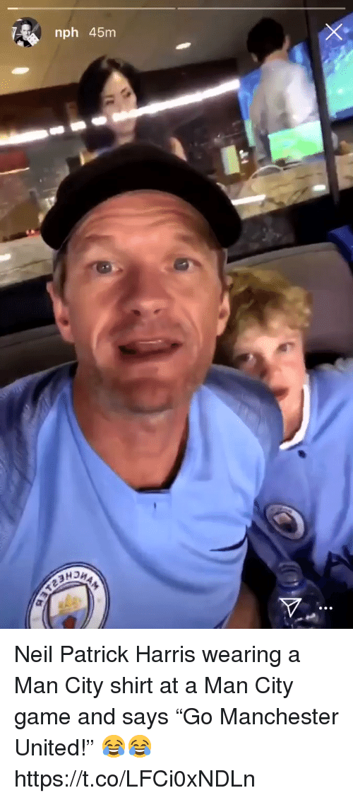 """Manchester United: nph 45nm Neil Patrick Harris wearing a Man City shirt at a Man City game and says """"Go Manchester United!"""" 😂😂 https://t.co/LFCi0xNDLn"""