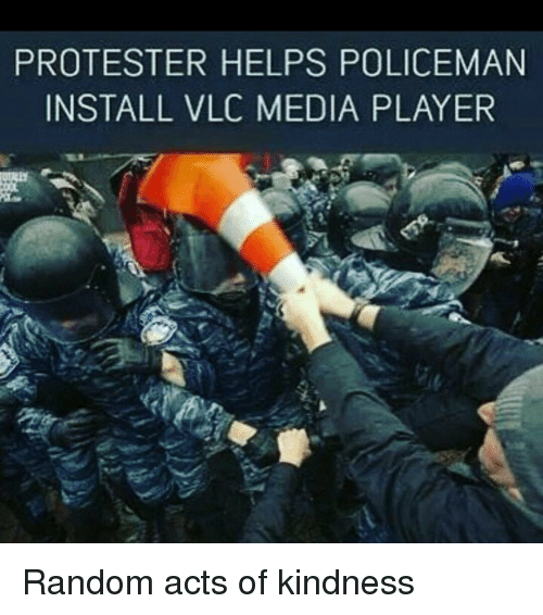 Protester: PROTESTER HELPS POLICEMAN  INSTALL VLC MEDIA PLAYER Random acts of kindness