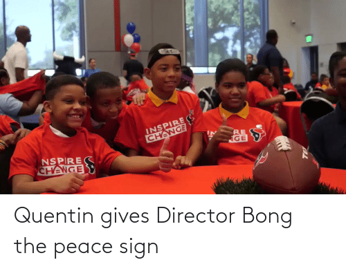 peace sign: Quentin gives Director Bong the peace sign