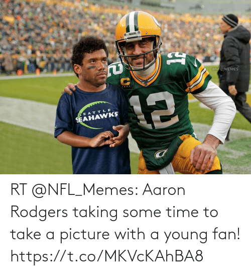 Aaron Rodgers: RT @NFL_Memes: Aaron Rodgers taking some time to take a picture with a young fan! https://t.co/MKVcKAhBA8