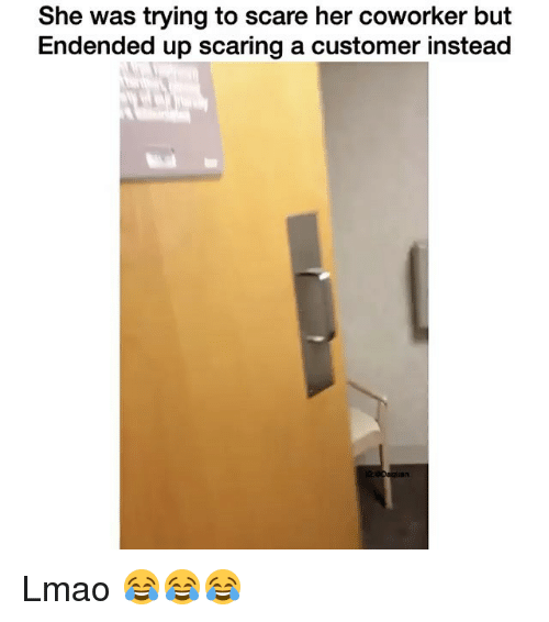 coworking: She was trying to scare her coworker but  Endended up scaring a customer instead Lmao 😂😂😂