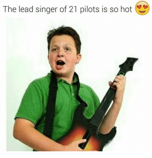 21 Pilots: The lead singer of 21 pilots is so hot
